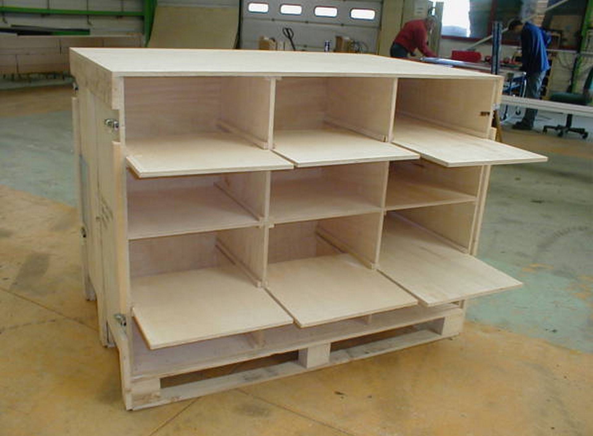 Shuttle wood crate jpemball for Meuble caisse bois vin