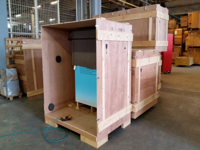Wooden crate, shuttle, re-usable open, exhibition, JPemBall