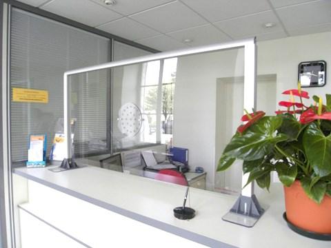 hygiglass vitre de protection sanitaire incassable et sur mesure. Black Bedroom Furniture Sets. Home Design Ideas