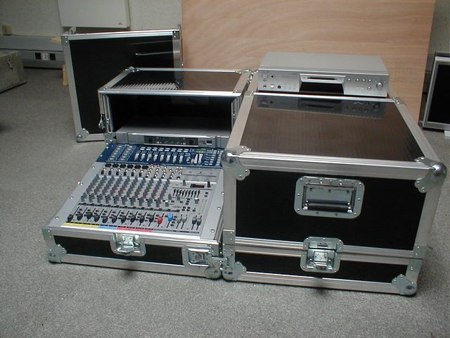 Flight-case mixing console, half opened, JPEMBALL